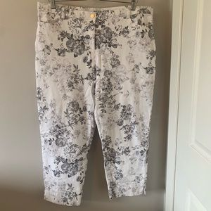 2/$18  Floral Patterned / White / Cropped / Pant